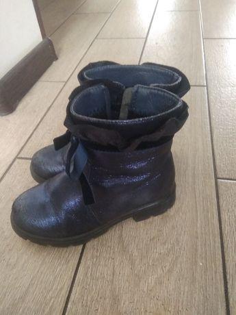 Продам недорого чобітки для дівчинки