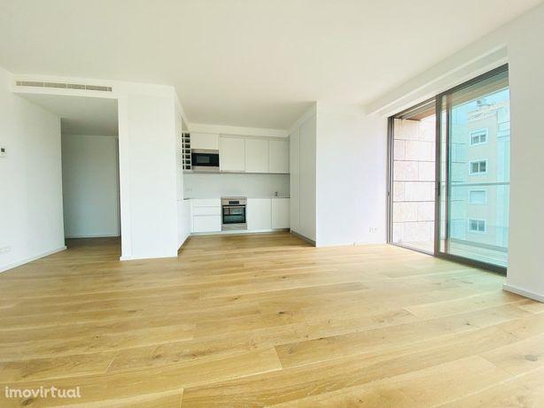 Apartamento T2 sem móveis, novo a estrear com varanda