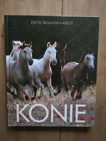 """Album Edyty Trojanowskiej - Koch """"Konie""""."""