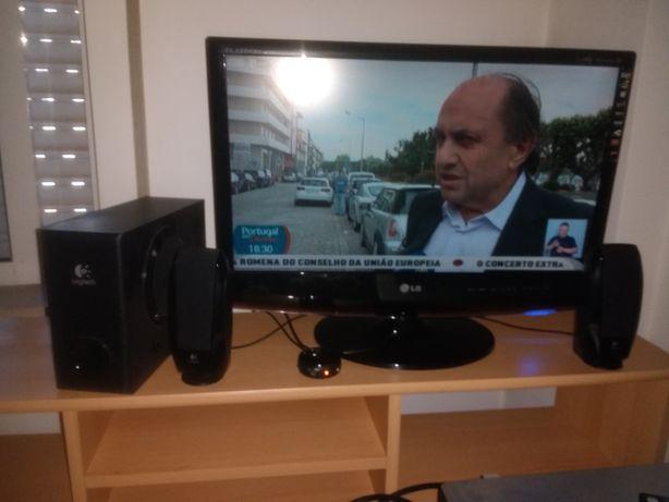 Monitor M2262D, que permite ver TV e sistema som 2.1