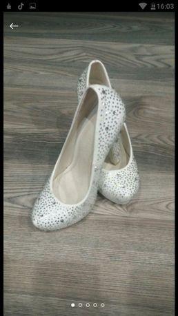 Туфлі з стразами 35р