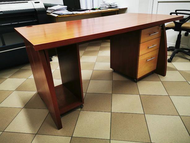 Duże biurko, kontenerek i wózek na komputer