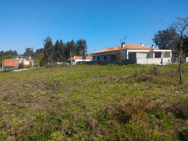 Terreno plano para construção de moradia isolada com 3 artigos