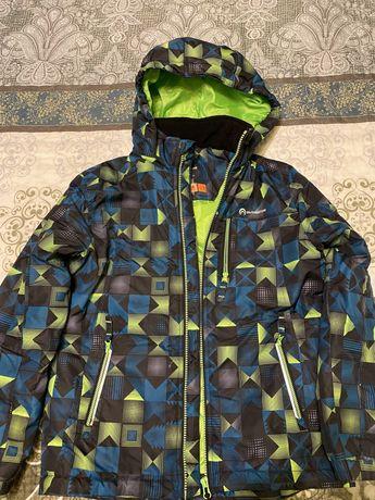 Яркая деми куртка для мальчика, рост 146см