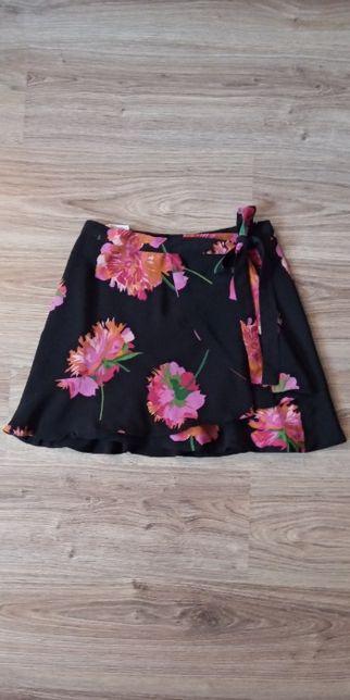 Spódnica Zara trapezowa kwiaty czarna falbana falbanka wiązana S M