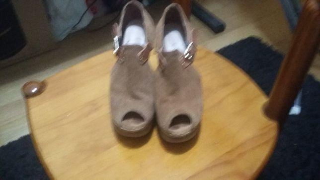 Vendo Sapatos de Senhora em Cortiça