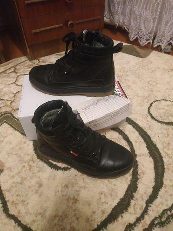 Взуття на хлопця 36 р