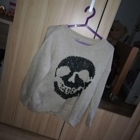 Sweterek beżowy, czaszka, cekiny