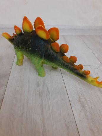 Продам динозавра стегозавр
