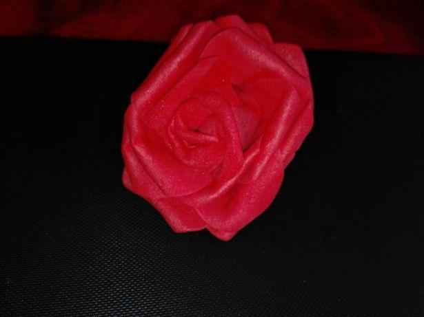 Róże piankowe 9 cm czerwone