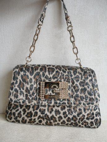 Маленькая сумка с леопардовым принтом guess