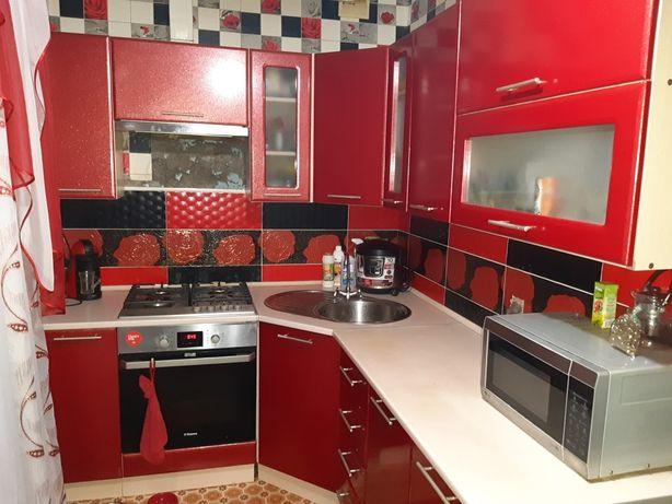 Угловая кухня мебель