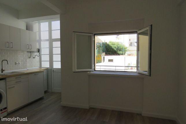 Apartamento T1 em Algés