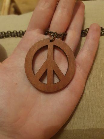 Wisiorek z drewnianą pacyfką hippie