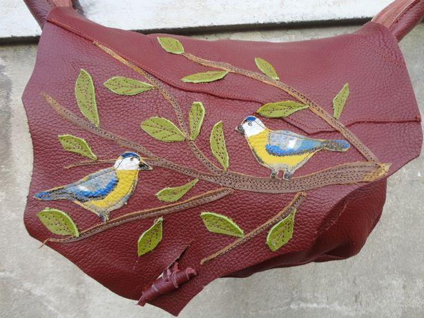 Artystyczna bordowa torba skórzana z sikorkami. Handmade