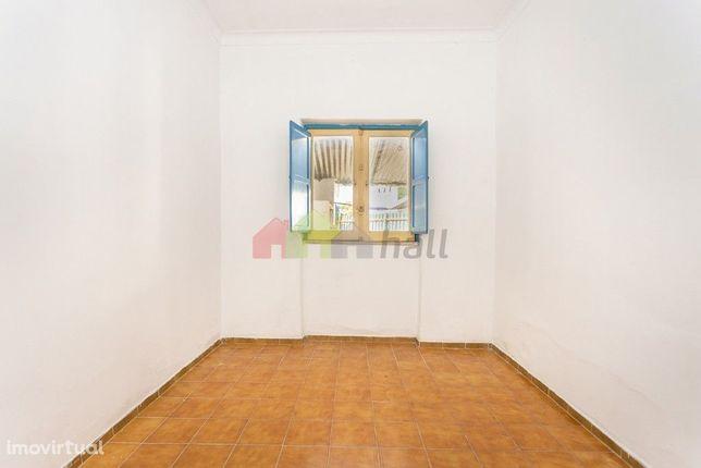 Apartamento T2 Rc com logradouro - Baixa da Banheira, perto da Zona Ri