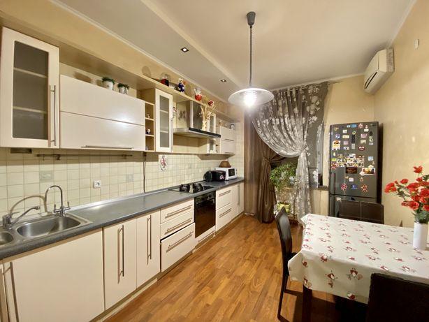 Оренда 2-кімнатної квартири в новобудові в центрі міста, D