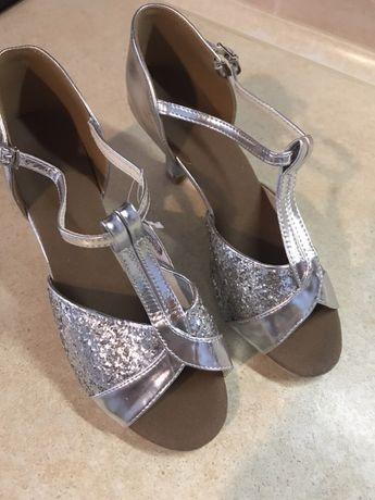 Туфлі танцювальні
