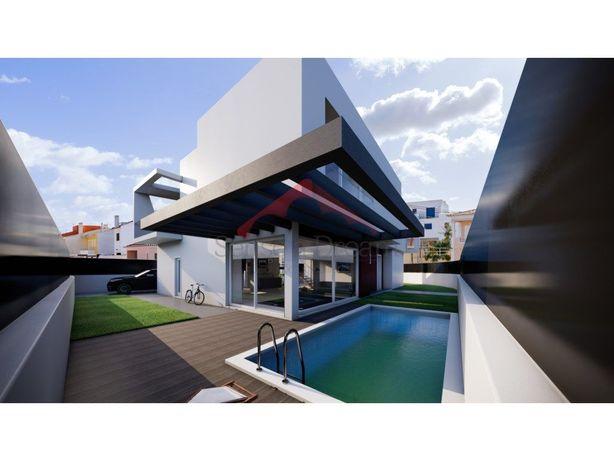 Fabulosa moradia com piscina e 4 quartos Inserida na Quin...