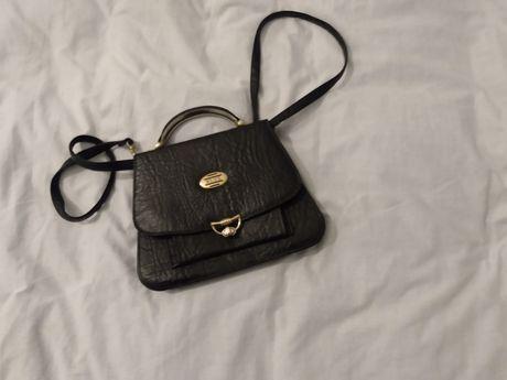 Mała torebka na ramię i do ręki