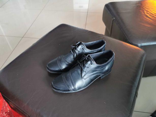 Eleganckie czarne buty dla chłopca