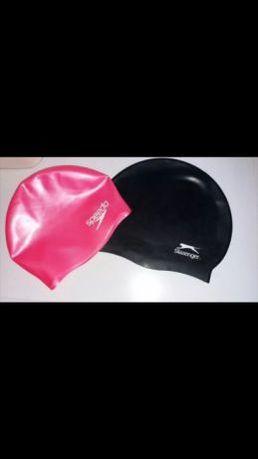 Шапочка для бассейна Speedo осталась розовая.