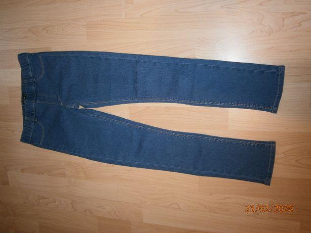 Spodnie jeansowe .Rozm.131-143 cm.