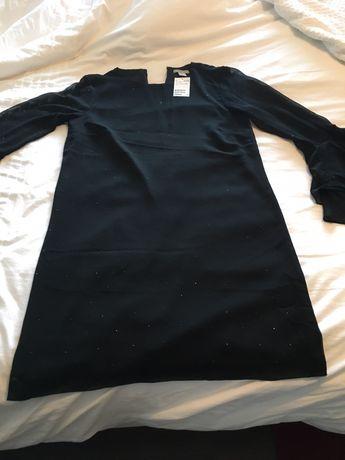 Vestido preto HM com brilhantes muito discretos