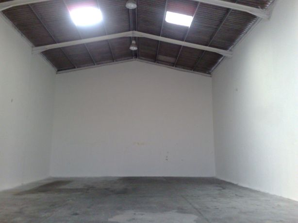 Armazém 300 m2 junto ao Aeroporto
