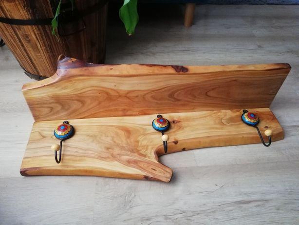 Wieszak drewniany z półką czereśnia haczyki ceramiczne handmade