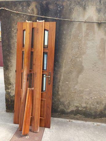 Porta em madeira maciça