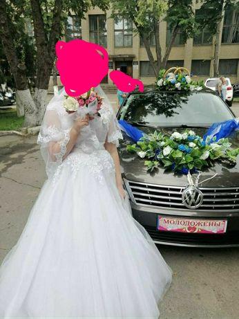 Весільна сукня  в доброму стані
