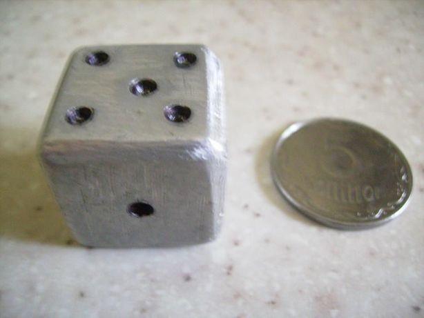 Кость игральная из металла