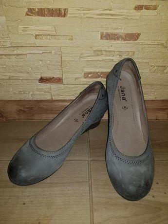 Туфли на танкетке с круглым носиком