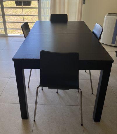 Mesa preta Ikea com 4 cadeiras