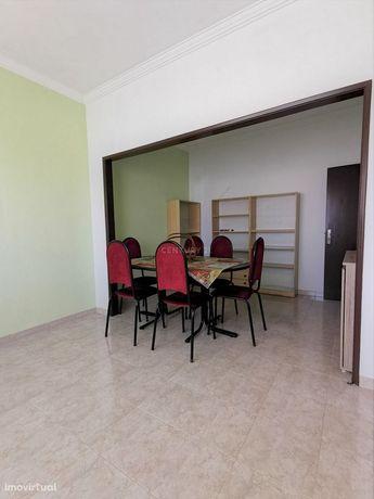 Apartamento T2 no centro de Mem Martins