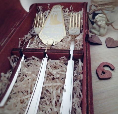 Именной набор для свадебного торта в деревянной коробочке