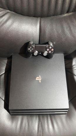 Продам PS4 Pro 1tb cuh-7215B