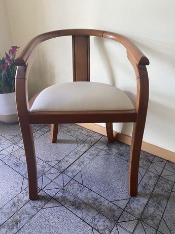 Cadeira de Madeira Decorativa