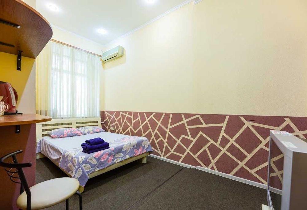 1к Жилянская Метро Вокзальная жд номер посуточно отель квартира Центр-1