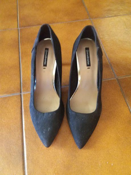 Sapato de camurça preto da Stradivarius