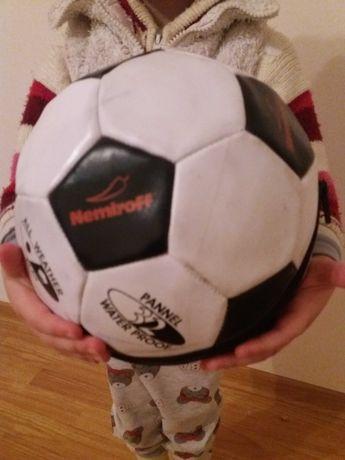 Футбольный мяч и игрушка и сувенир