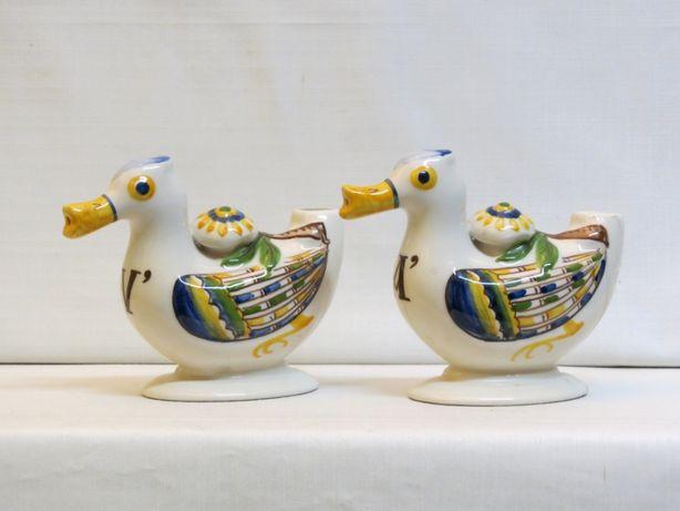Galheteiro em forma de par de patos em faiança policromados; Marcados