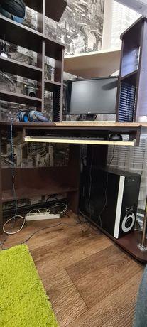 Компьютерный стол с пеналом