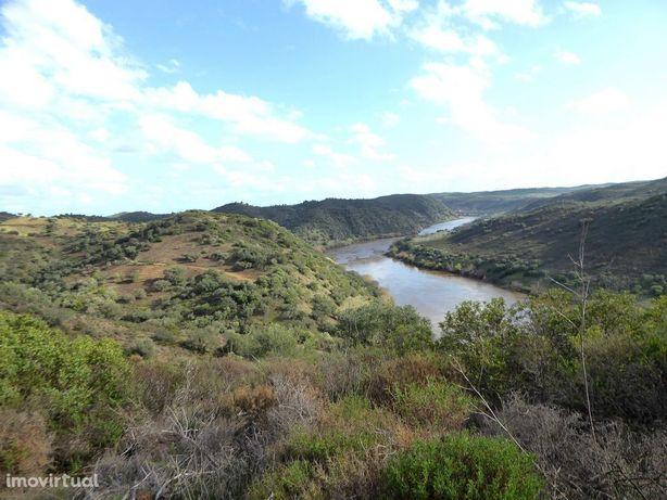 Herdade de 125 hectares contígua ao rio Guadiana em Portugal, Alent...