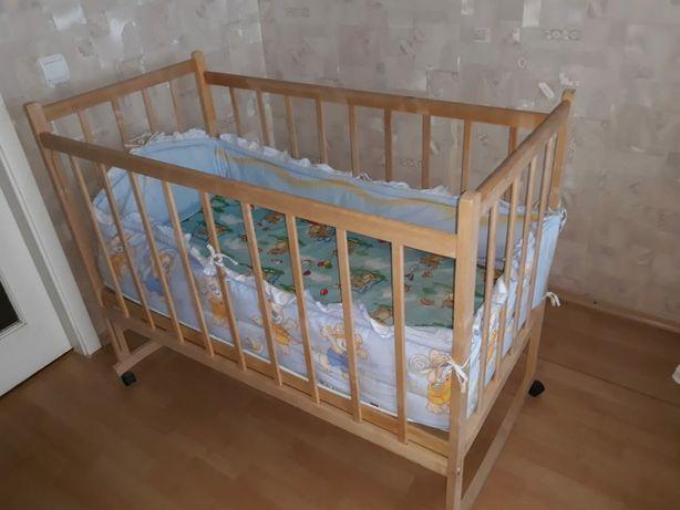 Дитяче ліжко разом з матрацом