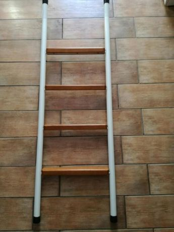 Vendo escada de estúdio ...