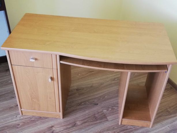 Solidne biurko z twardej płyty