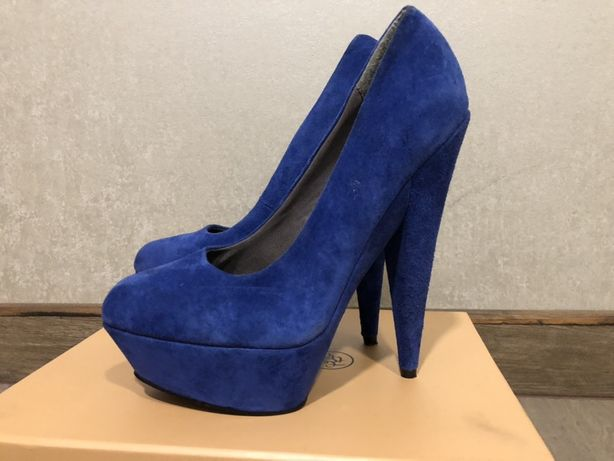 Туфли на высоком каблуке замшевые туфли
