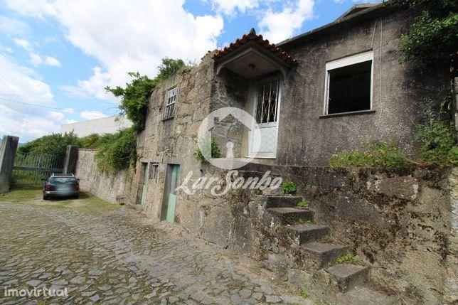 Excelente moradia rústica em pedra para restauro em Milhazes